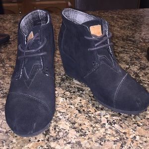 Black TOMS wedged booties